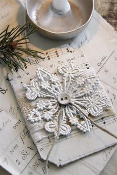 Jeanne d' Arc Living Christmas Ornament French Nordic Silver Snowflake Gift Tag