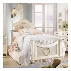 Lea Emma's Treasures Kids Poster Bed in white.... love this