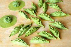 Ravioli a foglia Szpinakowe ravioli ulepione w listki Leaf-shaped ravioli with spinach and ricotta