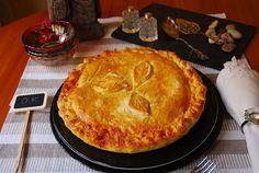 Empanada gallega de bacalao con pasas. | Cuchillito y Tenedor