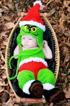 This adorable Christmas crochet set is designed for babies sizes 0-3 months and 3-6 months. This set makes for a cute Christmas outfit or photo prop for baby!  Sizes included in crochet pattern instructions: 0-3months and 3-6months  http://www.maggiescrochet.com/products/grinchy-baby-christmas-set-crochet-pattern-download