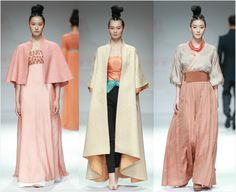 2016 Chuyan spring/summer collection | Designer: Chu Yan楚艳 | Inspired by traditional Chinese clothes hanfu | Colors and patterns from dunhuang murals | Fabrics are 宋锦songjin | Tang dynasty style(618-907) | By 楚和听香