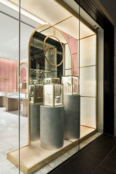 Golston jewellery's new Sydney store is sparkling thanks to a unique perforated metal retail display featuring Arrow Metal panels. Take a look at the show-stopping entrance we helped design studio Loopcreative to create for the luxury international brand. Jewelry Store Displays, Jewellery Shop Design, Jewellery Showroom, Store Window Displays, Jewellery Display, Retail Interior Design, Showroom Design, Window Display Design, Luxury Store