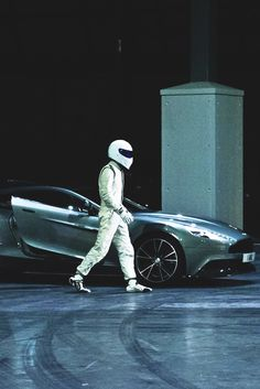 And....sice Top Gear started with another season, here are the Stig and the Aston Martin Vanquish!