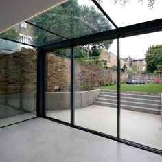 The versatile glass extension on this traditional home uses a glass roof & frameless structural glass sides which connect to our minimally framed sliding doors. Extension Veranda, Conservatory Extension, House Extension Design, Glass Extension, Modern Conservatory, Conservatory House, Rear Extension, Extension Ideas, Architecture Renovation