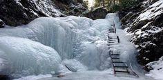 Zamrznutý vodopád dierového potoka ...