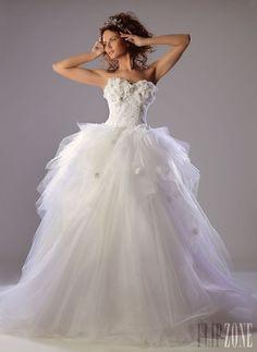 Ibrahim El Sharif - Bridal - 2013 collection - http://en.flip-zone.com/fashion/bridal/couture/ibrahim-el-sharif