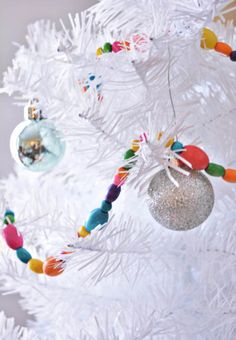 Easy Beaded DIY Christmas Garland - Add bright sparkles to your Christmas tree decor this year.