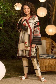 Pakistani Fashion Casual, Pakistani Dresses Casual, Pakistani Dress Design, Casual Dresses, Simple Dresses, Beautiful Pakistani Dresses, Pakistani Dresses Online, Indian Dresses, Stylish Dress Book