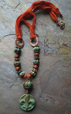 Construction: Fleur de Lis Spice by Kristy Abner, as seen in Bead Trends March 2013, Kristy's Kreations