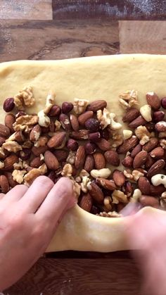We share our recipe for Homemade Sweet Bread with Nuts. To enjoy during the sweet table this Christmas Sweet Bread! Mexican Food Recipes, Italian Recipes, Dessert Recipes, Conchas Recipe, Bread Recipes, Cooking Recipes, Mexican Bread, Gateaux Cake, Plated Desserts