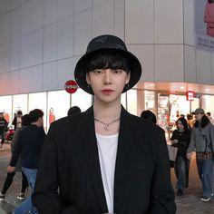 Image may contain: 3 people, people standing Korean Boys Hot, Korean Boys Ulzzang, Korean Babies, Korean Couple, Ulzzang Boy, Korean Girl, Cute Asian Guys, Asian Boys, Asian Men
