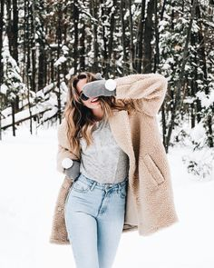 Fashion Tips What To Wear Les tendances mode du printemps 2018 - Logo Calvin Klein Tips What To Wear Les tendances mode du printemps 2018 - Logo Calvin Klein Fashion Trends 2018, Spring Fashion Trends, Winter Fashion, Snow Fashion, Trendy Fashion, Spring Trends, Winter Looks, Oversize Look, Coat Outfit
