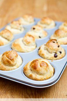 Abends angesetzt, sind sie morgens schnell vorbereitet und bereit für das Frühstück. Und da es 12 kleine Brioche sind, kann man auch super Varianten machen.
