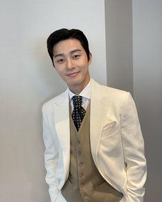 Instagram 上的 박서준:「 ☺️ 」 Asian Actors, Korean Actors, Park Seo Jun, Seo Joon, Park Shin Hye, Kdrama Actors, Suit Jacket, Blazer, Jackets