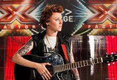 """Eva Pevarello si presenta alle audizioni di X Factor 2016 e canta un suo inedito dal titolo """"un'altra cosa"""". Eva conquista quattro si e passa ai Bootcamp."""
