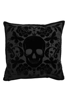 black velvet skull cushion, funda de cojín en terciopelo con calavera | H&M
