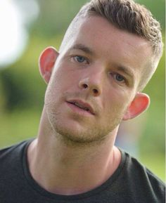 the a-dork-ably handsome Russell Tovey Cool Haircuts, Haircuts For Men, Gay Costume, Sexy Military Men, Russell Tovey, Beginning Running, Irish Men, Famous Men, Cute Gay