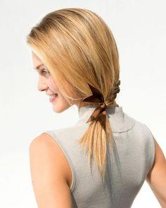 Rychlé účesy pro dlouhé vlasy – minicopánek s vánoční mašlí