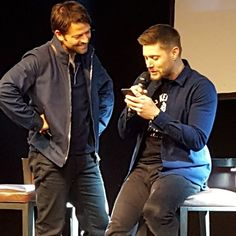 LOL! Look how Jensen is sitting and Misha with his hands on his hips! Misha and Jensen Jibcon 7