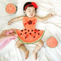"""People Are Using Real Fruit Slices as a Quirky """"Watermelon Dress"""" for Summer Funny Baby Photos, Monthly Baby Photos, Newborn Baby Photos, Baby Girl Newborn, Mother Baby Photography, Funny Baby Photography, Newborn Photography Poses, Children Photography, Nature Photography"""