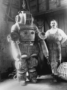 Chester E. Macduffee next to his newly patented, 250 kilo diving suit. Spaceship, pulp retro futurism back to the future tomorrow tomorrowland space planet age sci-fi airship steampunk dieselpunk alien aliens martian martians BEMs BEM's Rare Photos, Vintage Photographs, Vintage Photos, Old Pictures, Old Photos, Vintage Robots, Retro Robot, Diving Suit, Sea Diving
