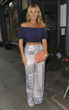 Billie Faiers flashes her tanned and toned abs in a bardot crop top 5f54fc898