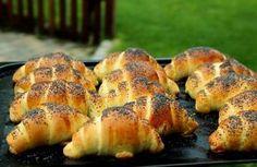 Loupáček čili makovka je nádherně nadýchané pečivo, které vás vrátí do dětství! Velmi jednoduchý recept, který zvládne běžný nadšenec do pečení!