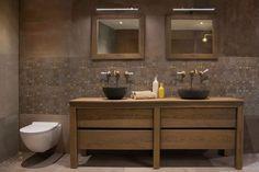 Prachtige nostalgische badkamer kraan met klassieke kruisgrepen ...