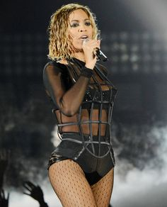 Make like Beyonce and leave the house with wet hair (details today on chicityfashion.com)