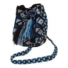 Blue - De Mochila bags worden handgemaakt door de Wayuu stam uit Colombia. Iedere tas is daarom ook uniek en je zal er geen tweede van vinden. Kies de kleur die je wilt, maar wees er snel bij, want voor je het weet is de kleur van jouw keuze al weg en er is geen tweede van.