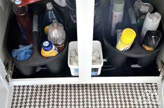 ((kitchen, upstairs bathrooms)) Kitchen Organization Ideas - plastic baskets with handles found at Wal-Mart Messy Kitchen, Basic Kitchen, Stylish Kitchen, Kitchen Units, Kitchen Organization Pantry, Kitchen Storage, Organization Ideas, Organized Kitchen, Organizing