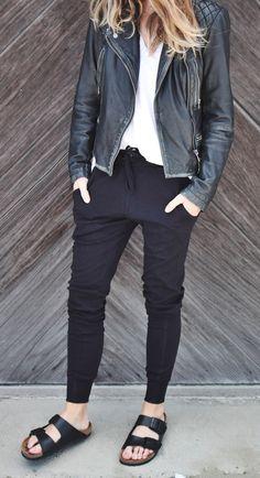 Street style perfection: biker jacket + pants + flip-flops