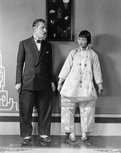 Anna May Wong and Lew Cody compare trousers on the set of the MGM film 'Mr Wu'. Slightly posed, but another moment of great humor. Asian American Actresses, Female Actresses, Actors & Actresses, Old Hollywood Actresses, Old Hollywood Glamour, Hollywood Walk Of Fame, Silent Film Stars, Movie Stars, First Color Movie