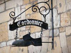 Langres : Enseigne de cordonnier en fer forgé, France