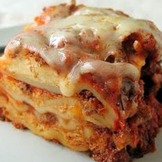 Ingredients      1 lb lean ground beef     1 onion (chopped)     2 garlic cloves (smashed)     28 ozs tomato sauce     6 ozs tomato paste     1 12 tsps salt     1 tsp dried oregano     12 ozs cottage cheese (we like 2%)     12 cup grated parmesan cheese (or 1/2 cup asiago cheese)     12 ozs lasagna noodles (uncooked)     16 ozs shredded mozzarella cheese