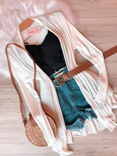 Simples mas perfeito 😍 Fashion 101, Teen Fashion Outfits, Mode Outfits, Girly Outfits, Cute Casual Outfits, Cute Fashion, Stylish Outfits, Girl Fashion, Camille Thomas