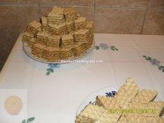 Prajitura rapida cu foi napolitana - Rețetă Petitchef Dessert Recipes, Desserts, Caramel, Baking, Food, Pain Au Chocolat, Recipies, Tailgate Desserts, Sticky Toffee