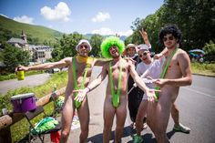 2013 7/7 rit 9 Col de Peyresourde > The riders have a lot in store for them from this Borat-themed troupe