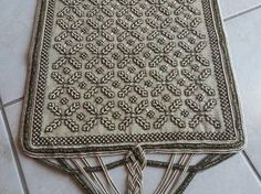 Beaded Embroidery, Cross Stitch Embroidery, Embroidery Designs, Stitch Design, Needlepoint, Diy And Crafts, Applique, Beads, Rugs