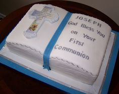 First Communion Cake - Bible by cakespace - Beth (Chantilly Cake Designs) Boys First Communion Cakes, Boy Communion Cake, First Communion Party, Open Book Cakes, Confirmation Cakes, Baptism Cakes, Money Birthday Cake, Dedication Cake, Cake Paris