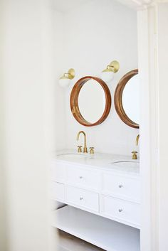 Any couple that has jockeyed for one sink during the morning rush knows that double sinks are a master-bath...
