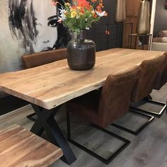 Outstanding modern kitchen room are available on our internet site. Take a look and you will not be sorry you did. Live Edge Tisch, Live Edge Table, Home Decor Bedroom, Room Decor, Wood Furniture Living Room, My Furniture, Furniture Making, Wood Floor Pattern, Build A Table