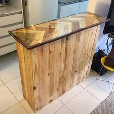 Pallet Table Plans Pallet table - Designing your creations by yourself is always a fun. Crafts, furniture and other ideas are those that one can create through his own creative mind. Recycled Pallets, Wooden Pallets, Wooden Diy, Diy Pallet Wall, Diy Pallet Furniture, Reclaimed Wood Projects, Pallet Projects, Diy Projects, Wooden Storage Boxes