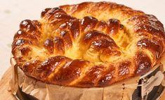 Pasca cu aluat de cozonac reprezintă rețeta tradițională pentru masa de Paște. Pasca cu aluat de cozonac are în compoziția acesteia brânză dulce de vaci. French Toast, Sandwiches, Deserts, Nutrition, Bread, Cheese, Breakfast, Drinks, Food