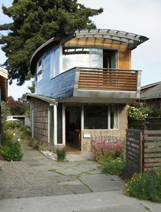 comme un paquebot : McGee Salvage House - eclectic - Exterior - San Francisco - Leger Wanaselja Architecture Small House Swoon, Tiny House Cabin, Earthship, Little Houses, Tiny Houses, Box Houses, Tiny Spaces, Exterior Design, Exterior Homes