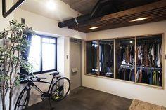 玄関とウォークインクローゼット。  by EIGHT DESIGN