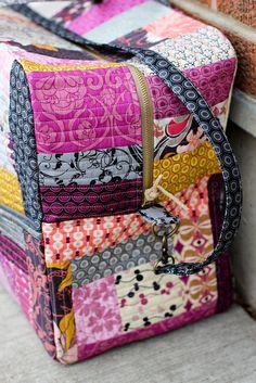 """In Color Order: Patchwork Duffle Bag (Bari J """"London Duffle Bag"""" pattern) Duffle Bag Patterns, Purse Patterns, Sewing Patterns, Patchwork Bags, Quilted Bag, Crazy Patchwork, London Bags, Diy Bags Purses, Fabric Bags"""