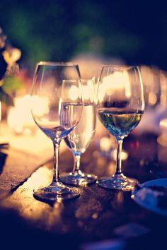 La forma de cada copa de vino define la zona de la lengua con la cuál podrá ser apreciado el sabor, por ejemplo, las copas de boca ancha dirigen directamente el vino a la punta de la lengua.