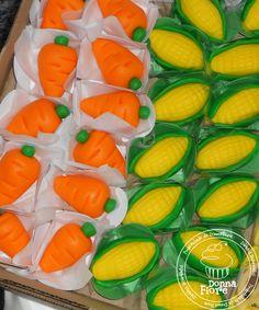 Corn and carrots Farm Animal Birthday, Farm Birthday, Farm Cake, Indian Sweets, Cake Cookies, Cupcakes, Farmers Market, Just Desserts, Sweet Recipes